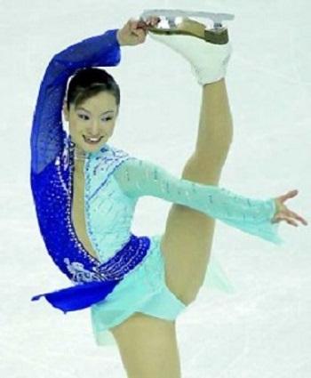 トリノ五輪金メダリスト、フィギュアスケーター荒川静香が妊娠三ヶ月であることを公式ホームページで発表