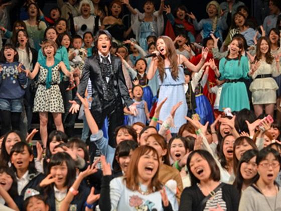 ディズニー映画「アナと雪の女王」にファン500人が大集結!テーマ曲を歌うMay J.&ハンス王子役の津田英佑と「Let It Go」大合唱!