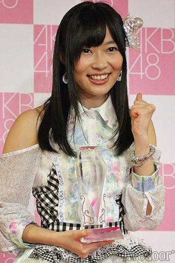 AKB48の2014年選抜総選挙の中間発表で、HKT48所属の指原莉乃が2位以下を大きく離して1位を獲得!初の2連覇が濃厚に?!【動画有】