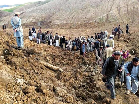 アフガニスタンで大規模地滑り、死者は2500人超え
