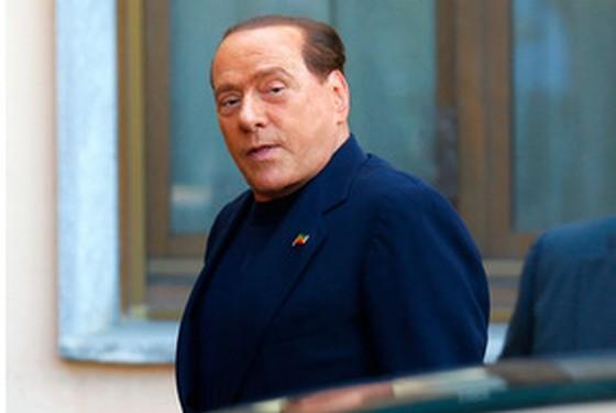 イタリアの元首相ベルルスコーニが修道院で奉仕活動!?