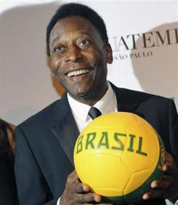 ブラジルワールドカップ開催に元ブラジル代表のぺレ氏も懸念。スタジアムの建設、デモ、治安など問題が山積みです。