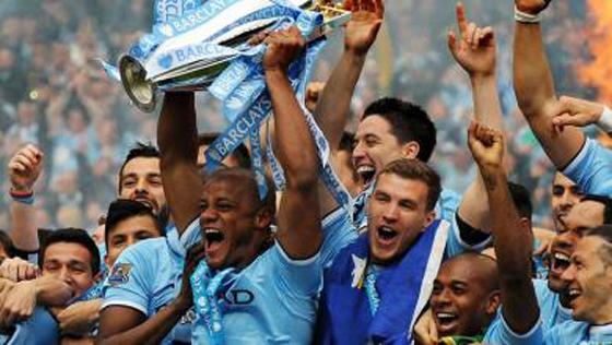 サッカーのマンチェスター・シティ、リバプールに競り勝ち2季ぶりのリーグ優勝を決める
