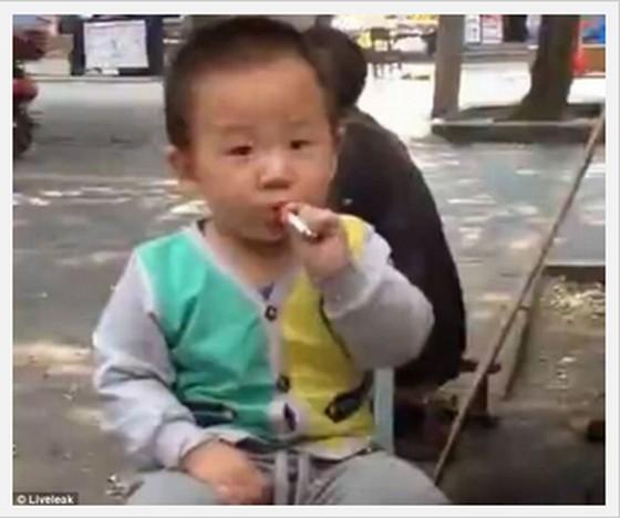 幼児が喫煙!?親が我が子に煙草を勧める!?喫煙者3億人の中国の実態とは【動画有】