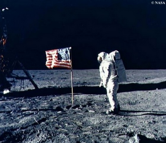 人類初の月面着陸から35年!あの時の星条旗は今?【動画有】