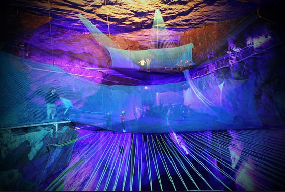 もし洞窟の中が巨大トランポリンだったら!!イギリスの元鉱山に史上最強のトランポリン施設が誕生!【動画有】