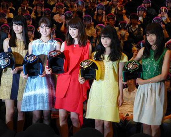 桐谷美玲ら、主演映画『女子ーズ』初日舞台挨拶に出席。女子力が高いメンバーは誰?の質問に桐谷は?