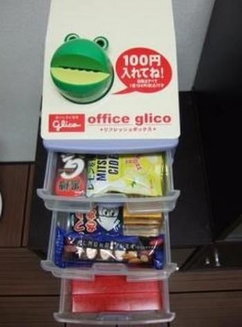 これは人気でるでしょう!?江崎グリコとファミリーマートが展開するオフィスに「置き菓子」サービス。マナーを守って利用しましょう!