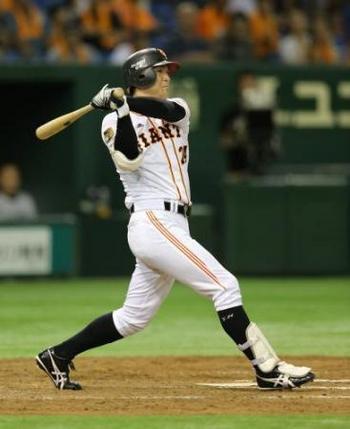 高橋由伸 父の告別式参列後、ぶっつけ本番で二塁打 巨人延長勝ち