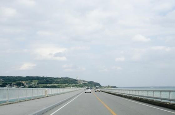 南国渋滞天国!?沖縄ならではの不思議な運転ルールとは?