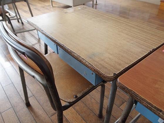 学生時代の席替えをめぐる女子の気持ち!好きな子の隣になりたい、友達と離れたくない、などなど