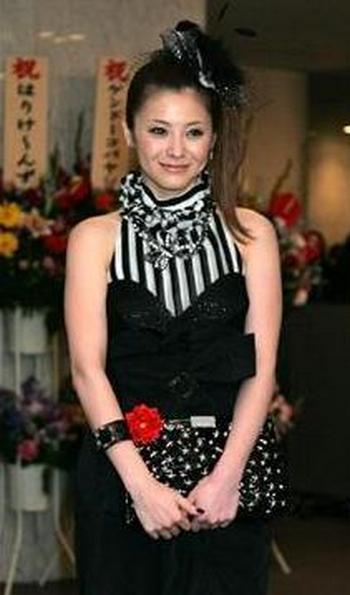 松浦亜弥が結婚2年目で待望の第1子妊娠!橘慶太と共に大喜び 子宮内膜症ってどんな病気?