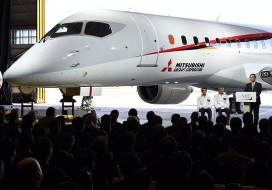 MRJ 国産初の小型ジェット旅客機がお披露目 YS11以来の国産旅客機
