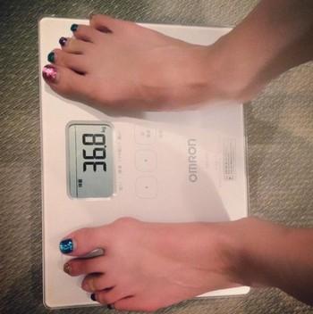 元AKB板野友美「痩せすぎ」と話題に。みずからTwitterで現在の体重を公表