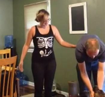 ハロウィンコスで妊娠報告!?骨格デザインのTシャツをよく見てみると・・・・!?【動画有】
